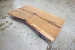 Baumscheibe Tischplatte Eiche massiv geölt aus einem Stück mit Baumkante