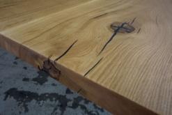 Tischplatte Eiche massiv nach Maß Risse und Astlöcher schwarz verfüllt