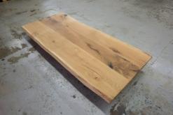Tischplatten mit Baumkante
