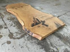 Baumscheibe rustikal Tischplatte aus einem Stück mit Baumkante