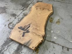 Baumstamm Tischplatte Wildeiche massiv aus einem Stück
