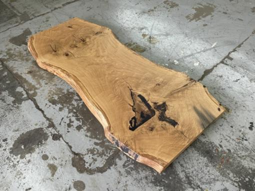 Baumstamm Tischplatte Wildeiche massiv mit Baumkante