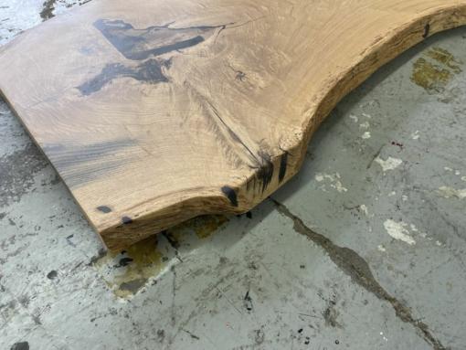 Baumstamm Tischplatte mit Epoxydharz vergossen