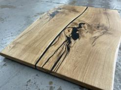 Tischplatte Wildeiche geölt Epoxidharz Baumkante