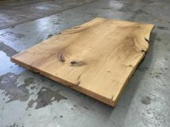 Tischplatte Wildeiche mit Epoxidharz verfüllt