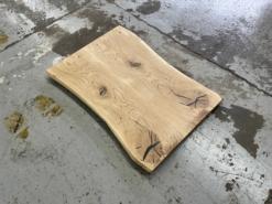 Wildeiche Tischplatte mit Baumkante