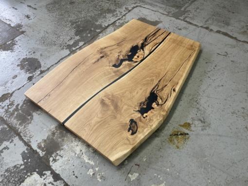 Tischplatte Wildeiche mit Epoxidharz Baumkante beidseitig