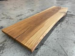 Waschtischplatte aus einem Stück Eiche massivholz mit Baumkante