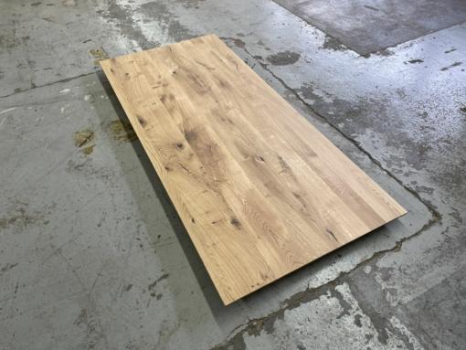 Wildeiche Tischplatte rustikal mit schweizer Kante